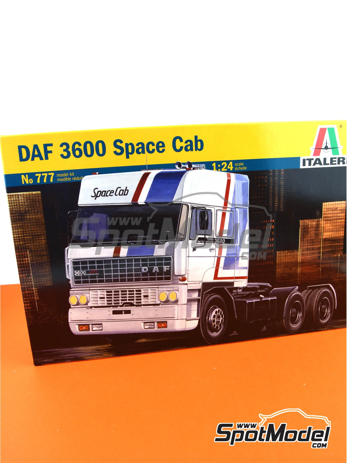 DAF 3600 Space Cab | Model truck kit in 1/24 scale manufactured by Italeri (ref. 777) image