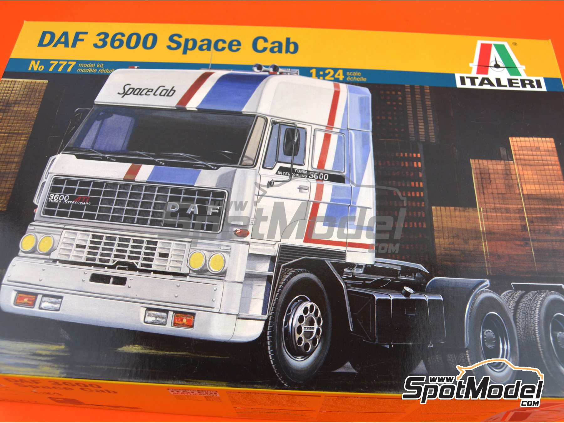 Image 10: DAF 3600 Space Cab | Model truck kit in 1/24 scale manufactured by Italeri (ref. 777)