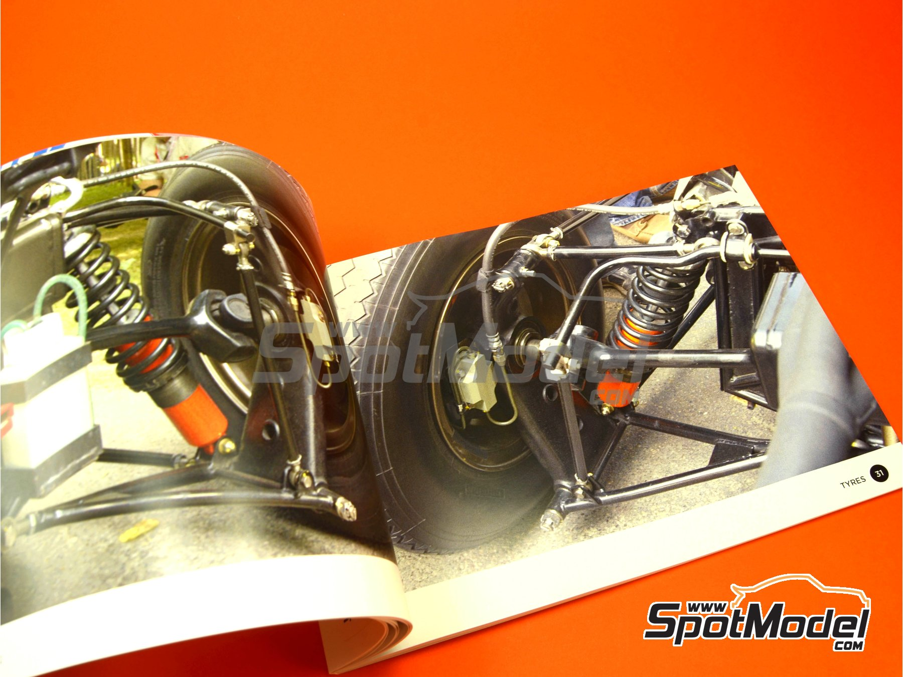 Image 4: Honda RA272 | Reference / walkaround book manufactured by Komakai (ref. KOM-UDG005)