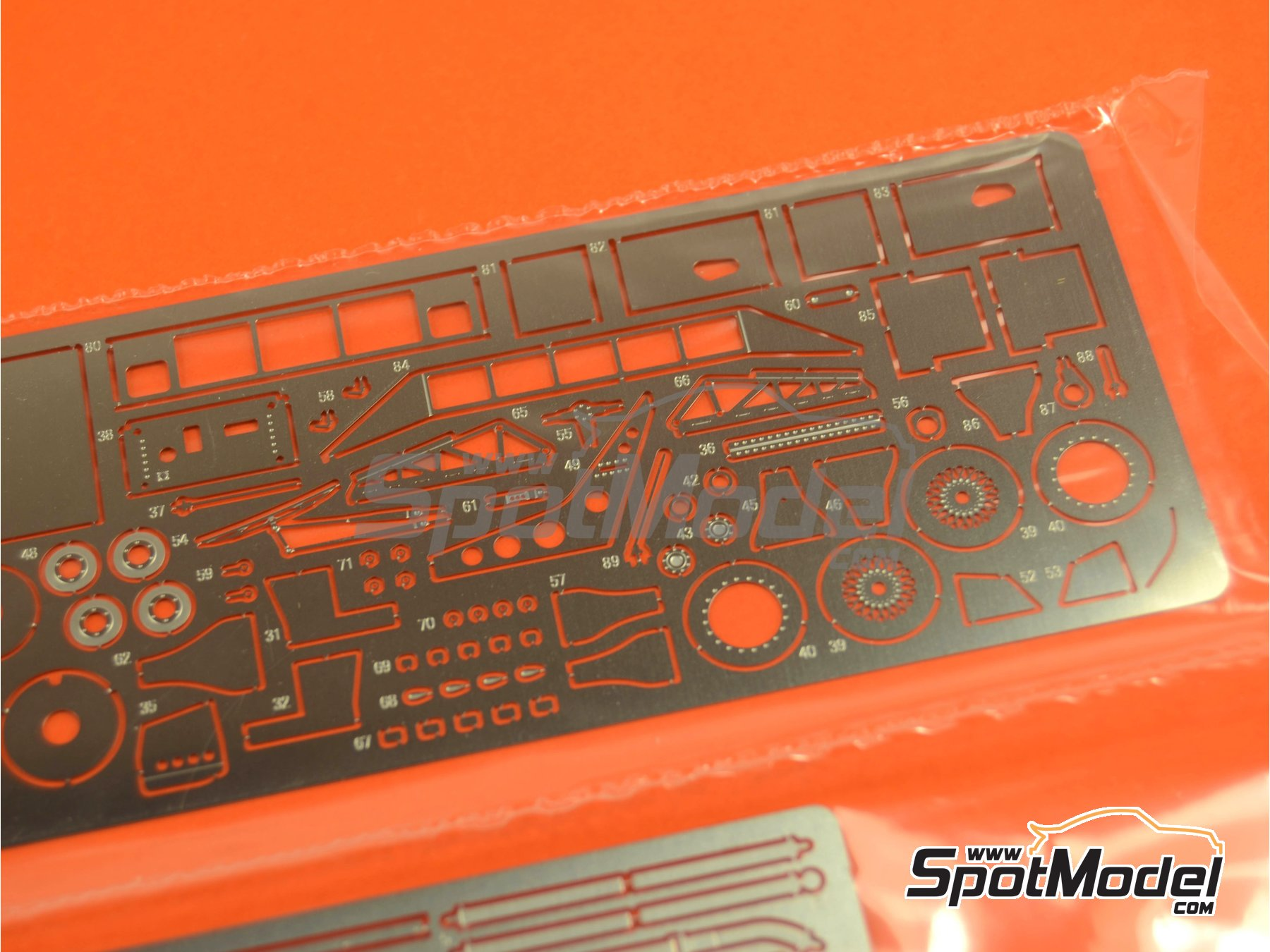 Image 7: Porsche 962C Repsol - 24 Hours Le Mans 1989 | Model car kit in 1/43 scale manufactured by Model Factory Hiro (ref.MFH-K382, also K-382)
