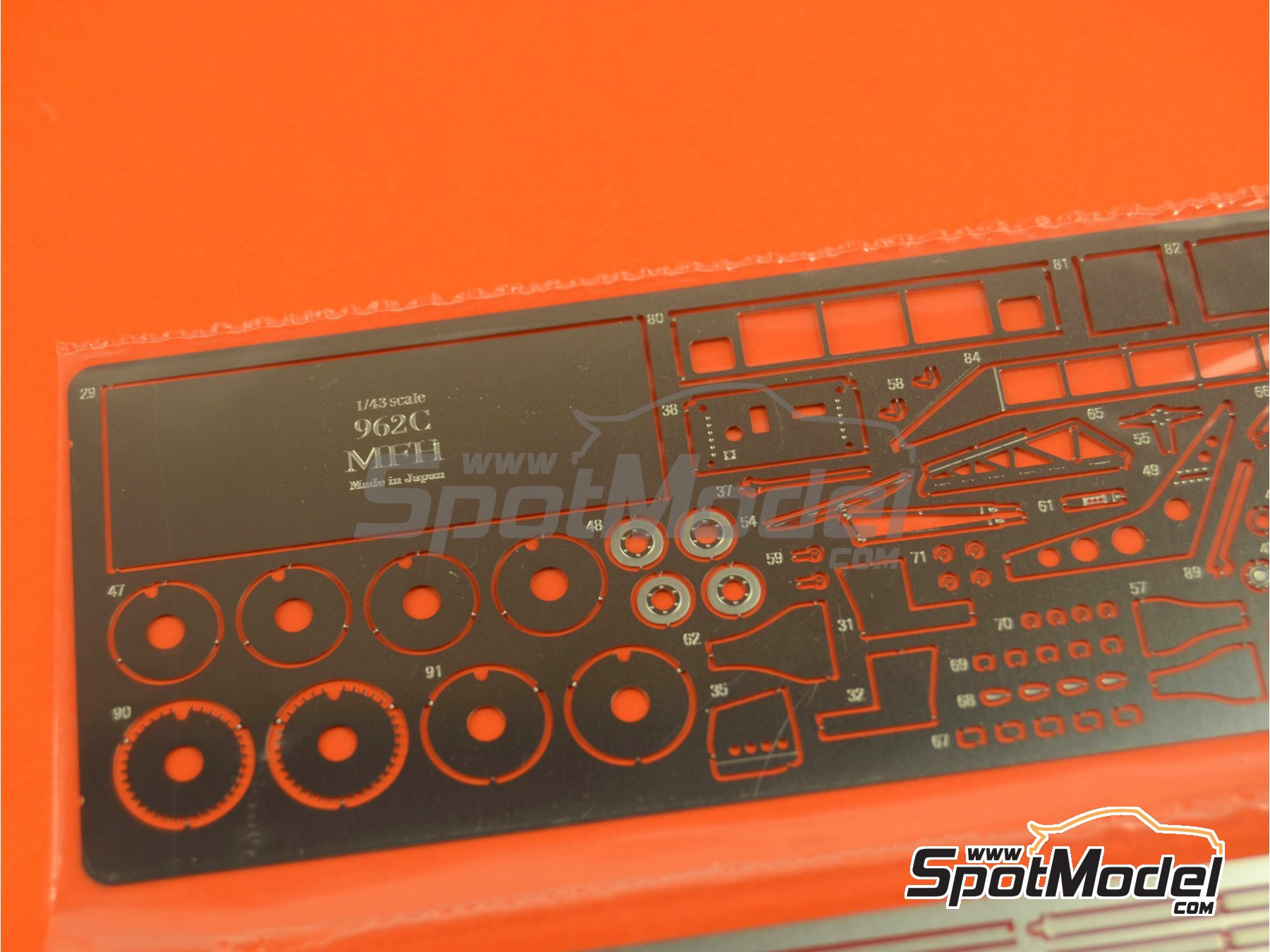Image 8: Porsche 962C Repsol - 24 Hours Le Mans 1989 | Model car kit in 1/43 scale manufactured by Model Factory Hiro (ref.MFH-K382, also K-382)