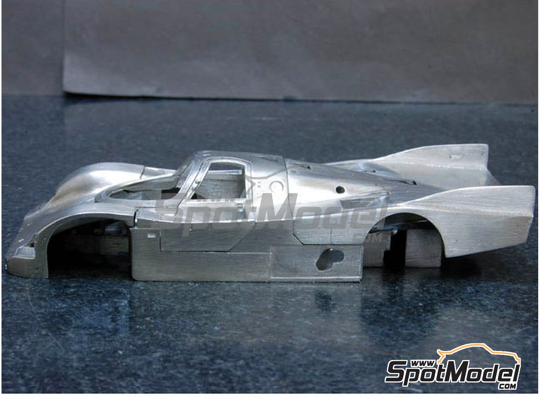 Image 5: Porsche 962C Blaupunkt - 24 Hours Le Mans 1989 | Model car kit in 1/43 scale manufactured by Model Factory Hiro (ref. MFH-K383, also K-383)
