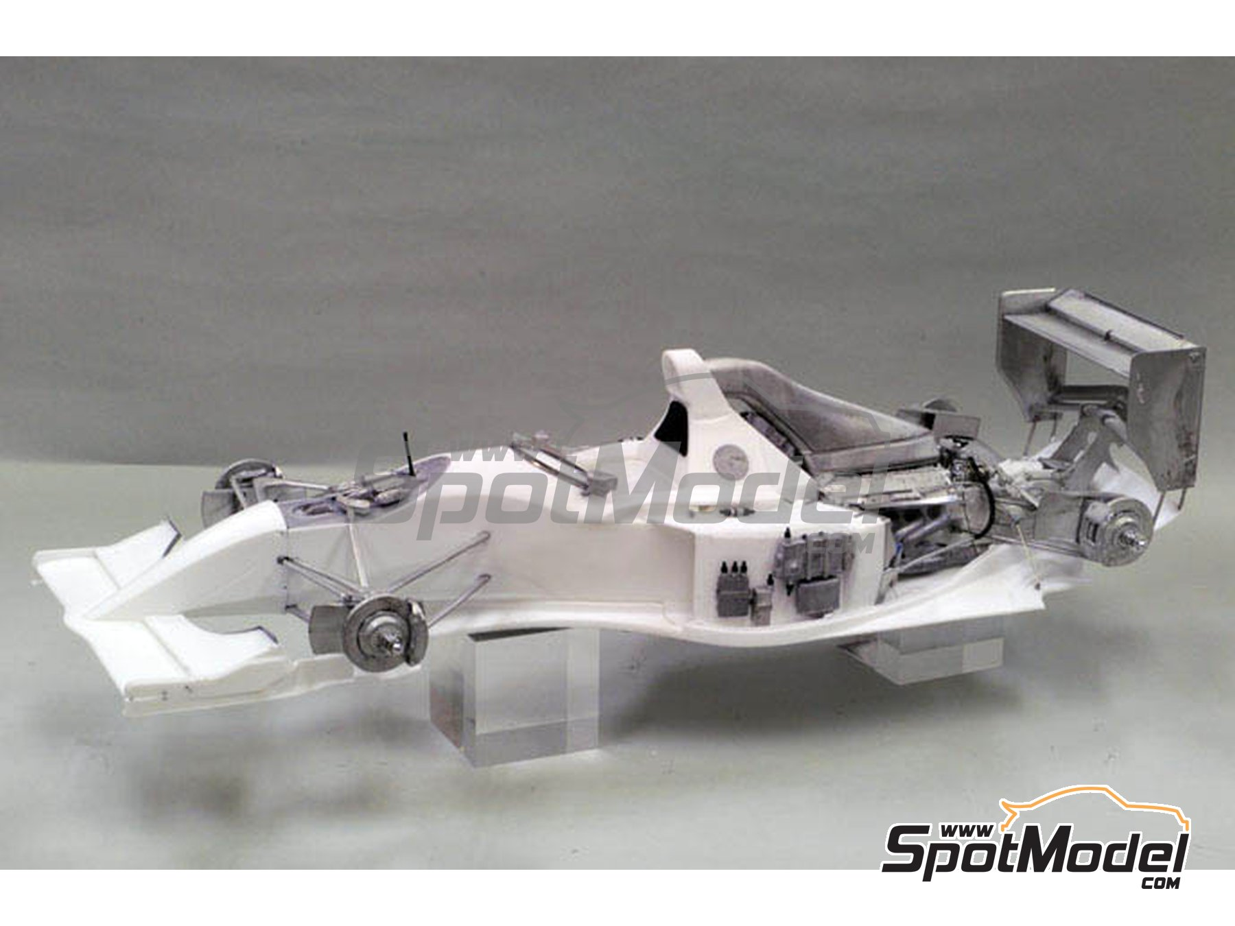 Image 10: Williams Renault FW16 Rothmans - Brazilian Formula 1 Grand Prix 1994 | Model car kit in 1/12 scale manufactured by Model Factory Hiro (ref. MFH-K495, also K-495)