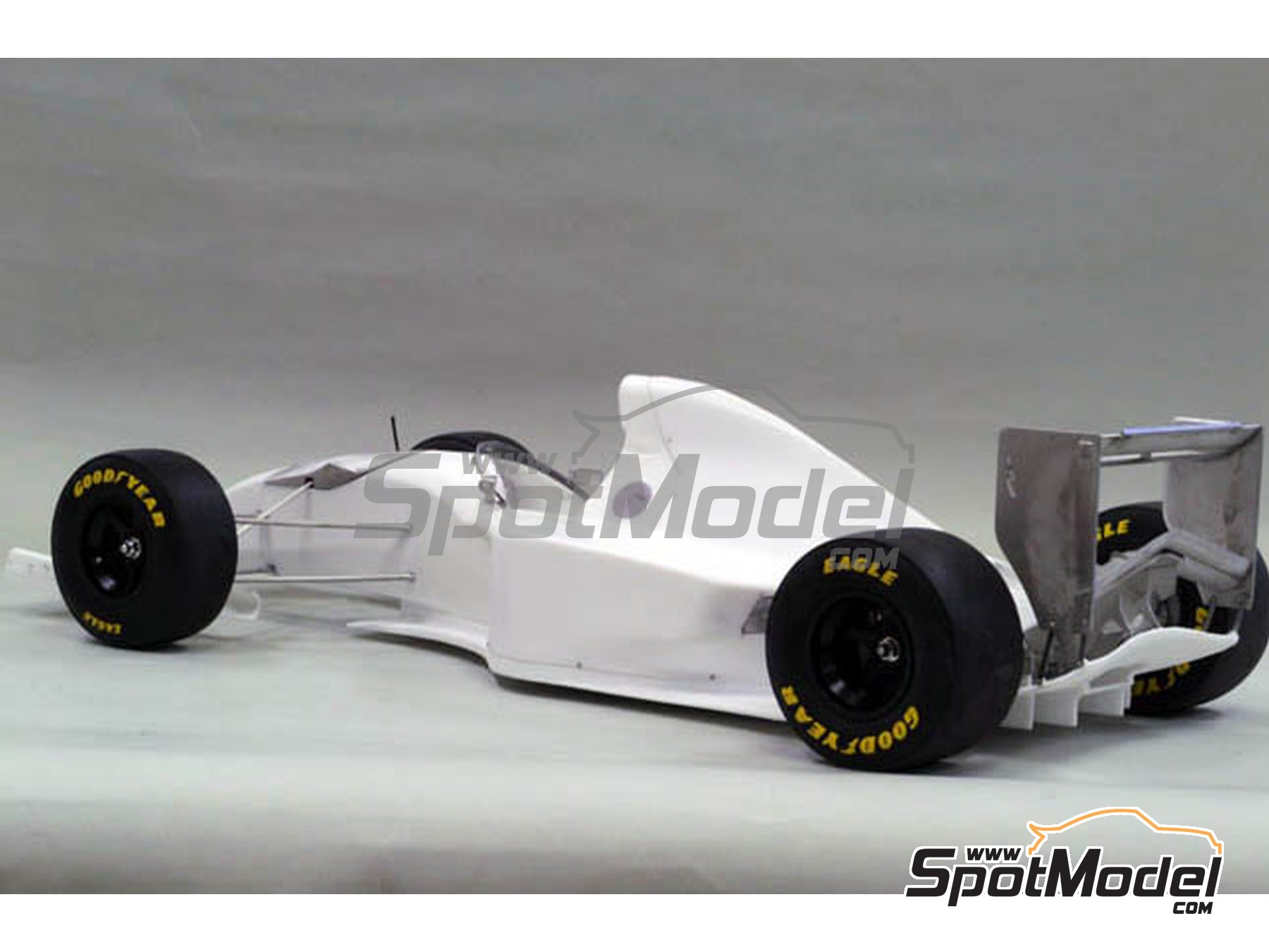 Image 2: Williams Renault FW16 Rothmans - San Marino Formula 1 Grand Prix 1994 | Model car kit in 1/12 scale manufactured by Model Factory Hiro (ref.MFH-K497, also K-497)