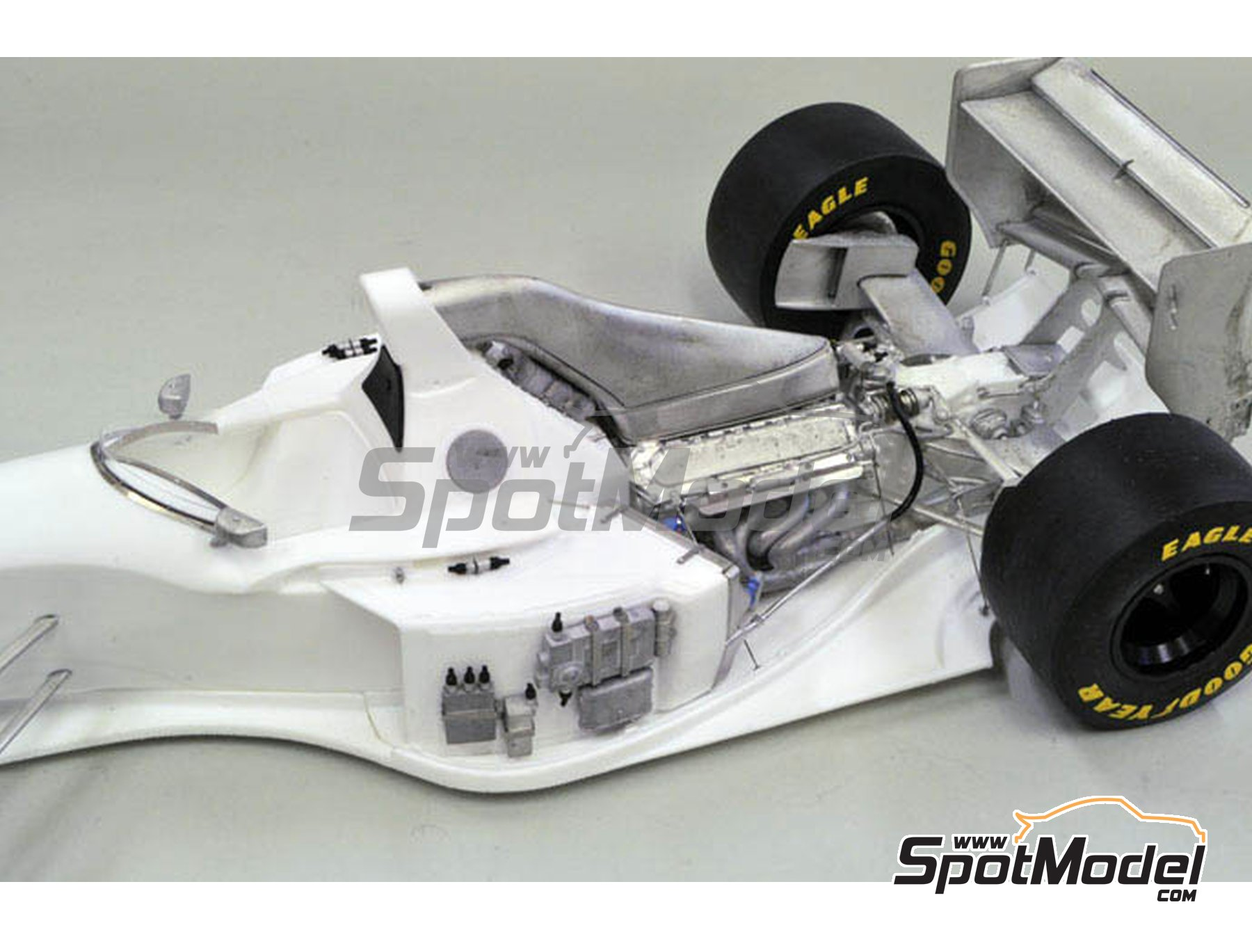 Image 6: Williams Renault FW16 Rothmans - San Marino Formula 1 Grand Prix 1994 | Model car kit in 1/12 scale manufactured by Model Factory Hiro (ref.MFH-K497, also K-497)