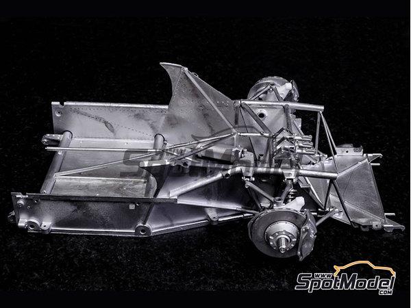 Image 19: Ferrari 412P - 24 Horas de Le Mans, 1000 Kms de SPA | Maqueta de coche en escala1/12 fabricado por Model Factory Hiro (ref.MFH-K562)