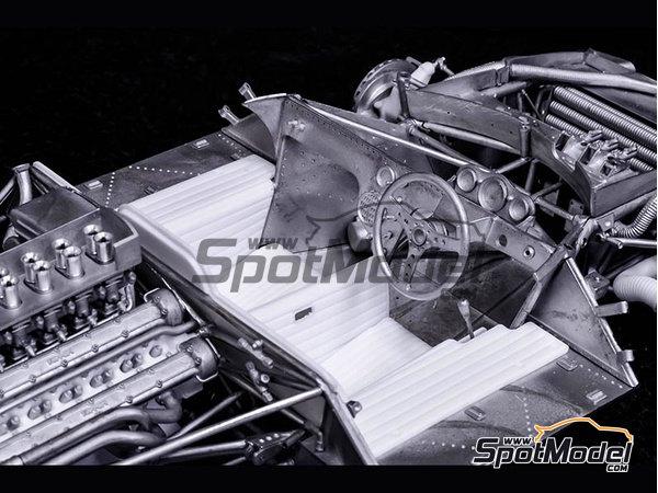 Image 11: Ferrari 412P Scuderia Filipinetti - 24 Horas de Le Mans, Targa Florio 1967 | Maqueta de coche en escala1/12 fabricado por Model Factory Hiro (ref.MFH-K563)