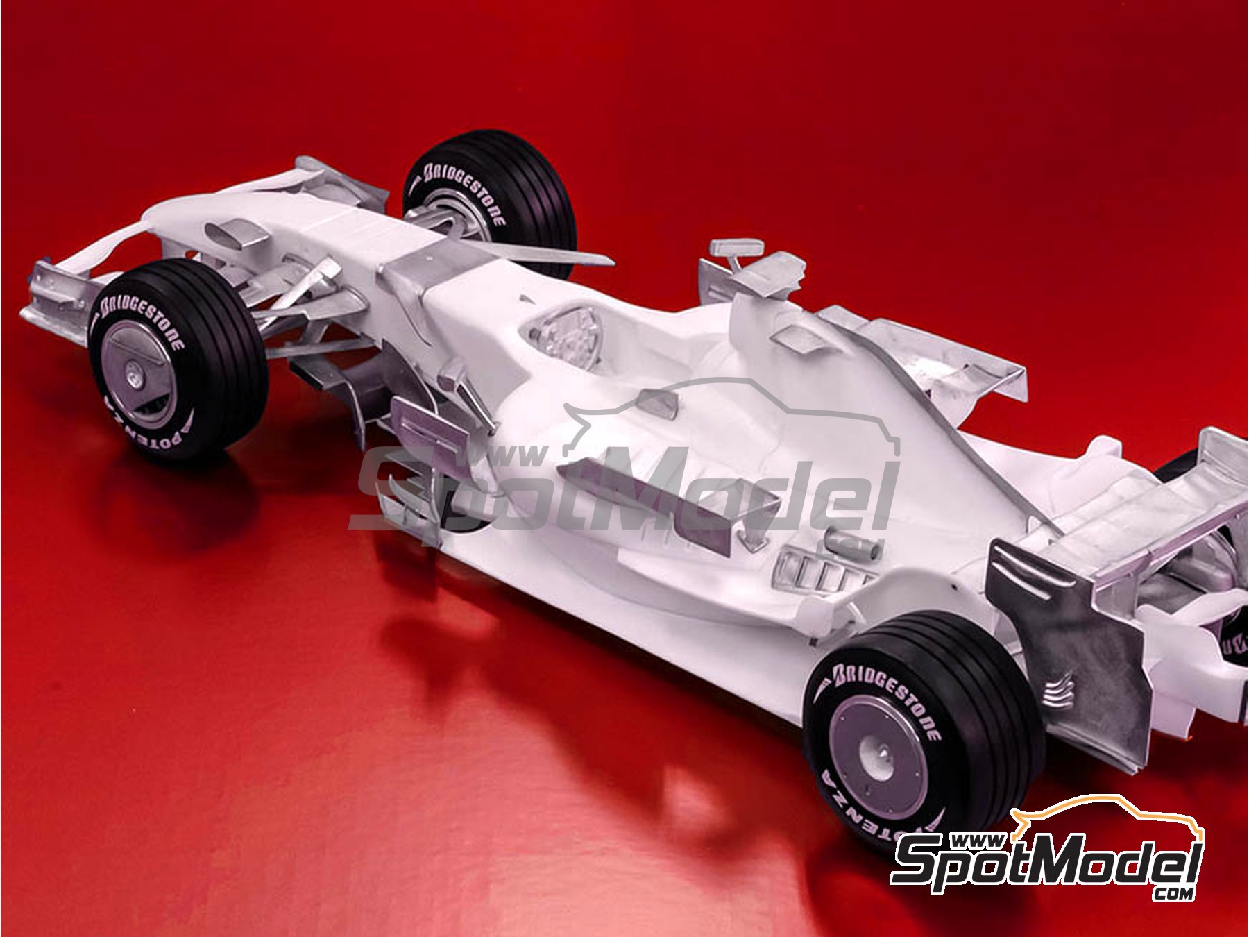 Image 3: Ferrari F2007 - Brazilian Grand Prix 2007 | Model car kit in 1/12 scale manufactured by Model Factory Hiro (ref. MFH-K569)