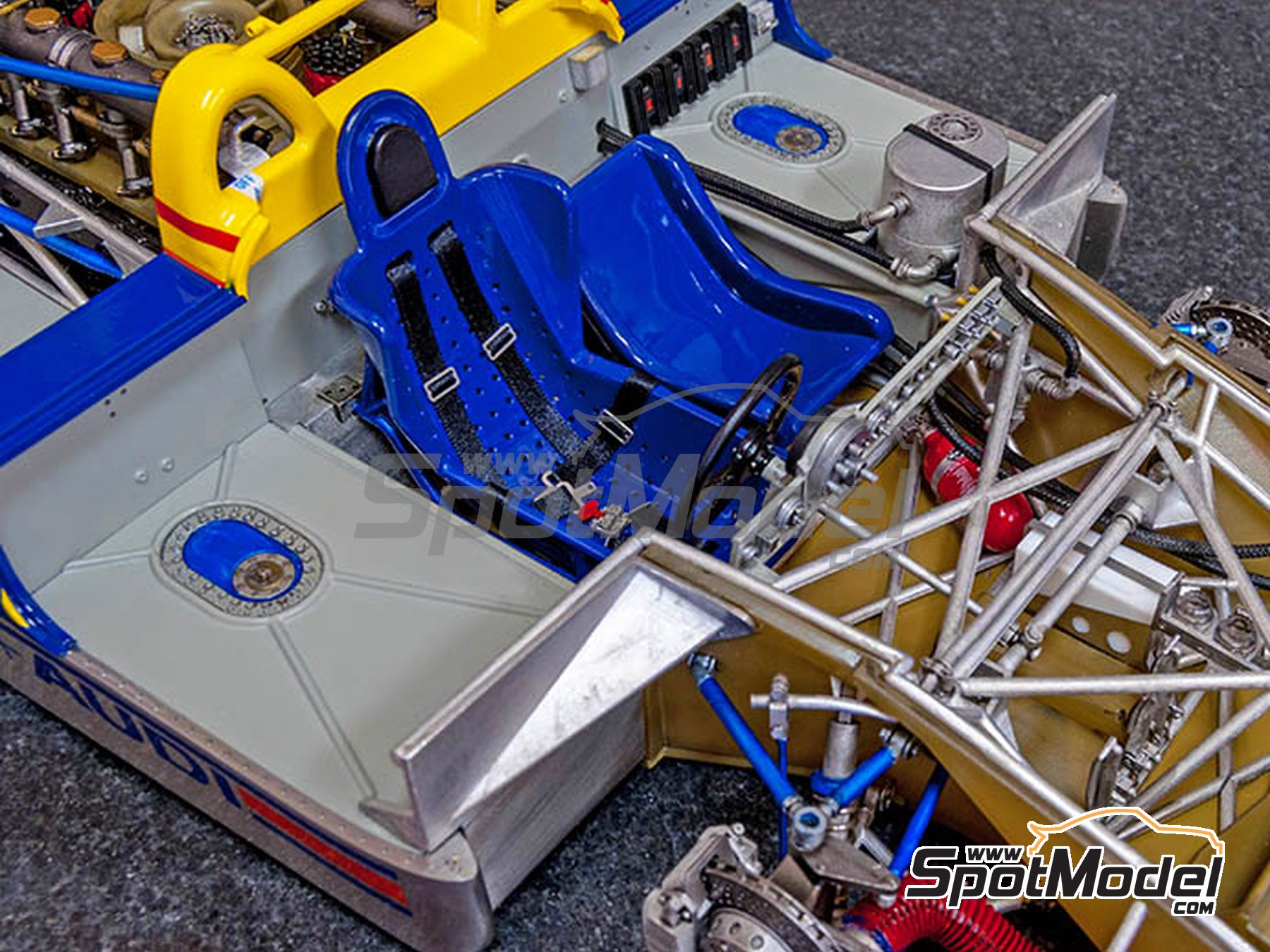 Image 5: Porsche 917/30 Sunoco - Can-Am Canadian-American Challenge Cup 1973 | Model car kit in 1/12 scale manufactured by Model Factory Hiro (ref. MFH-K649)