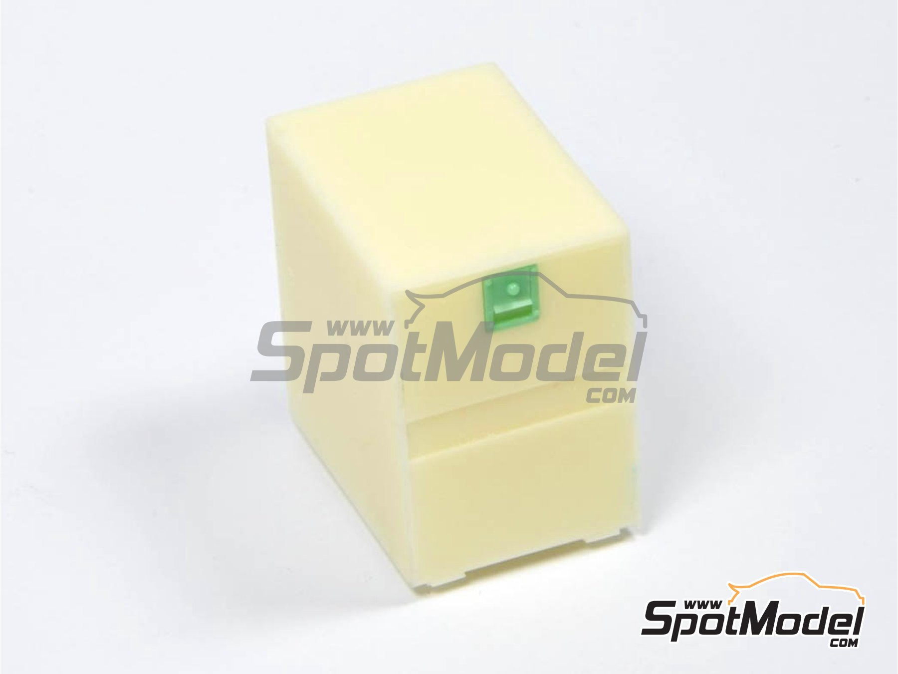 Image 1: Euro custom truck box small | Detail in 1/24 scale manufactured by P and B Models (ref.PBM013, also 013)