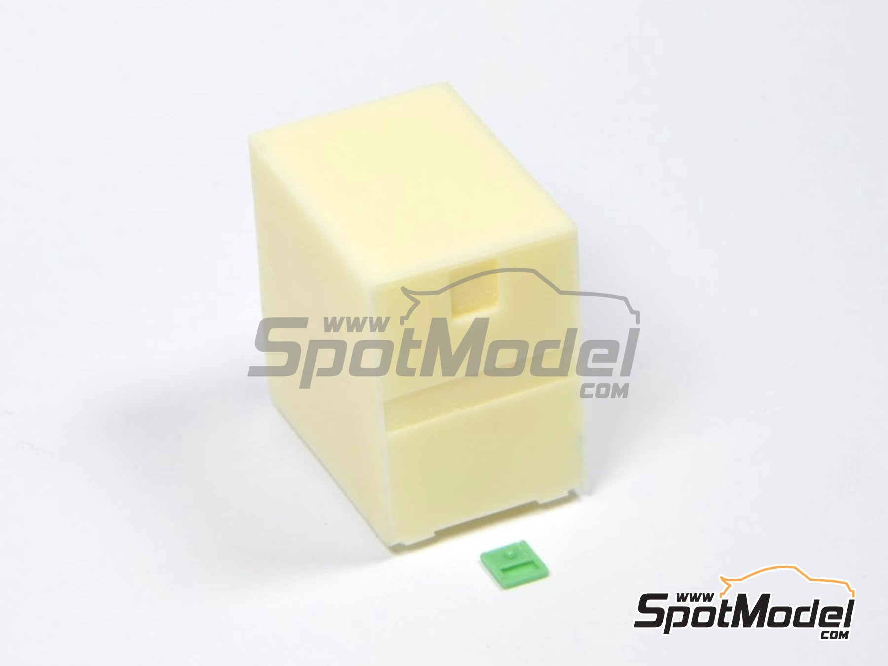 Image 2: Euro custom truck box small | Detail in 1/24 scale manufactured by P and B Models (ref.PBM013, also 013)