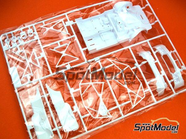 Image 1: BMW M6 GT3: Partes B   Pieza de reemplazo en escala1/24 fabricado por Platz (ref.PN24001-SPRUE-B)