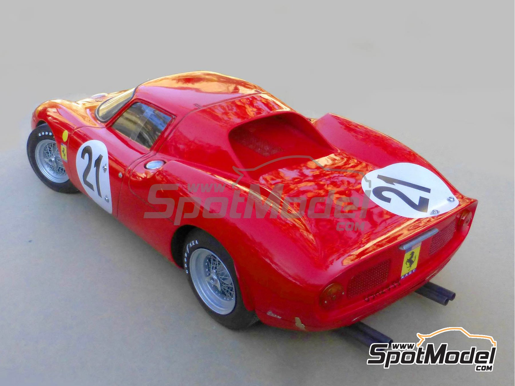 Image 5: Ferrari 250 LM - 24 Hours Le Mans 1965 | Model car kit in 1/12 scale manufactured by Profil24 (ref. P1205)