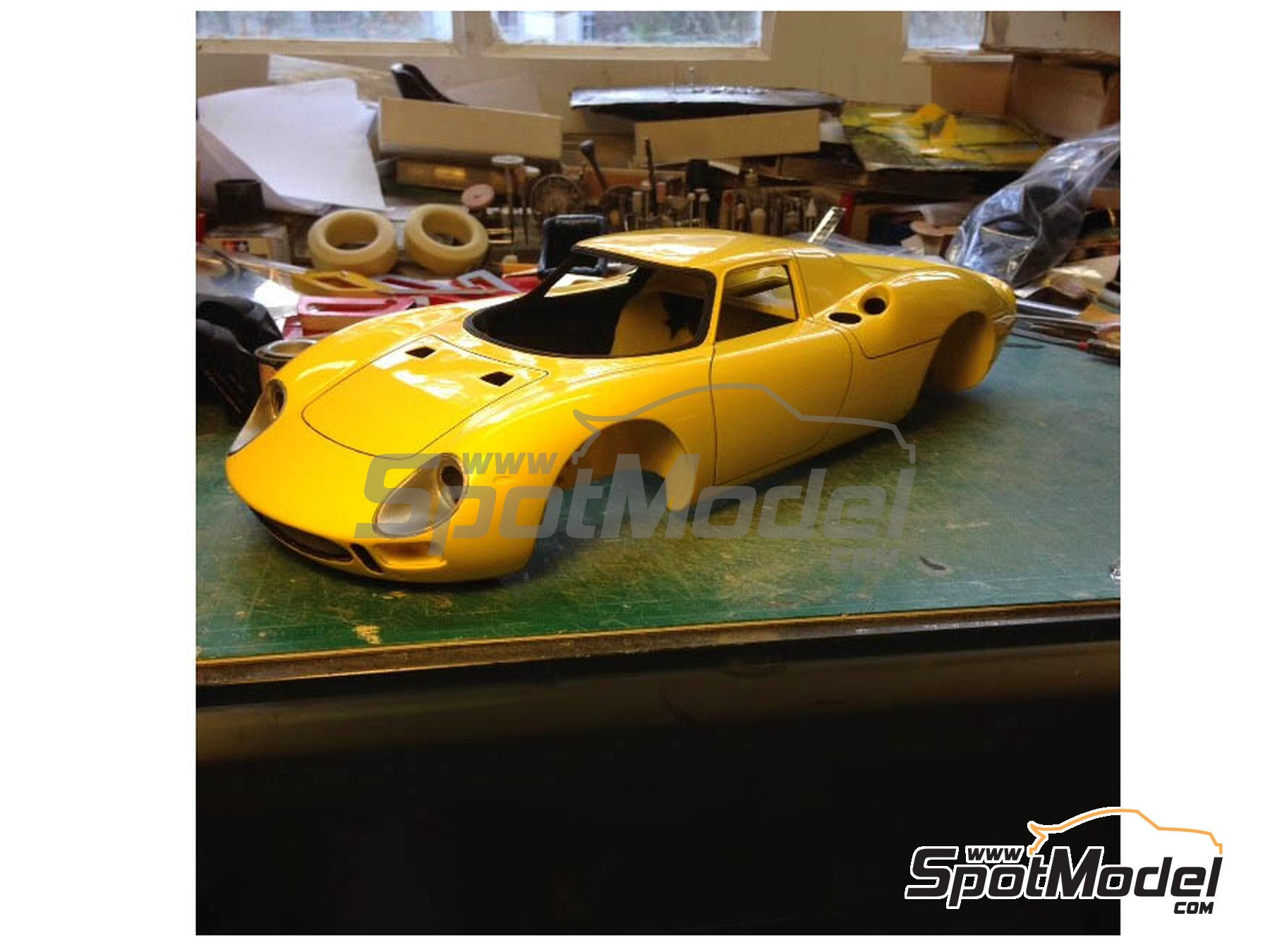 Image 1: Ferrari 250 LM - 24 Hours Le Mans 1965 | Model car kit in 1/12 scale manufactured by Profil24 (ref.P1206)
