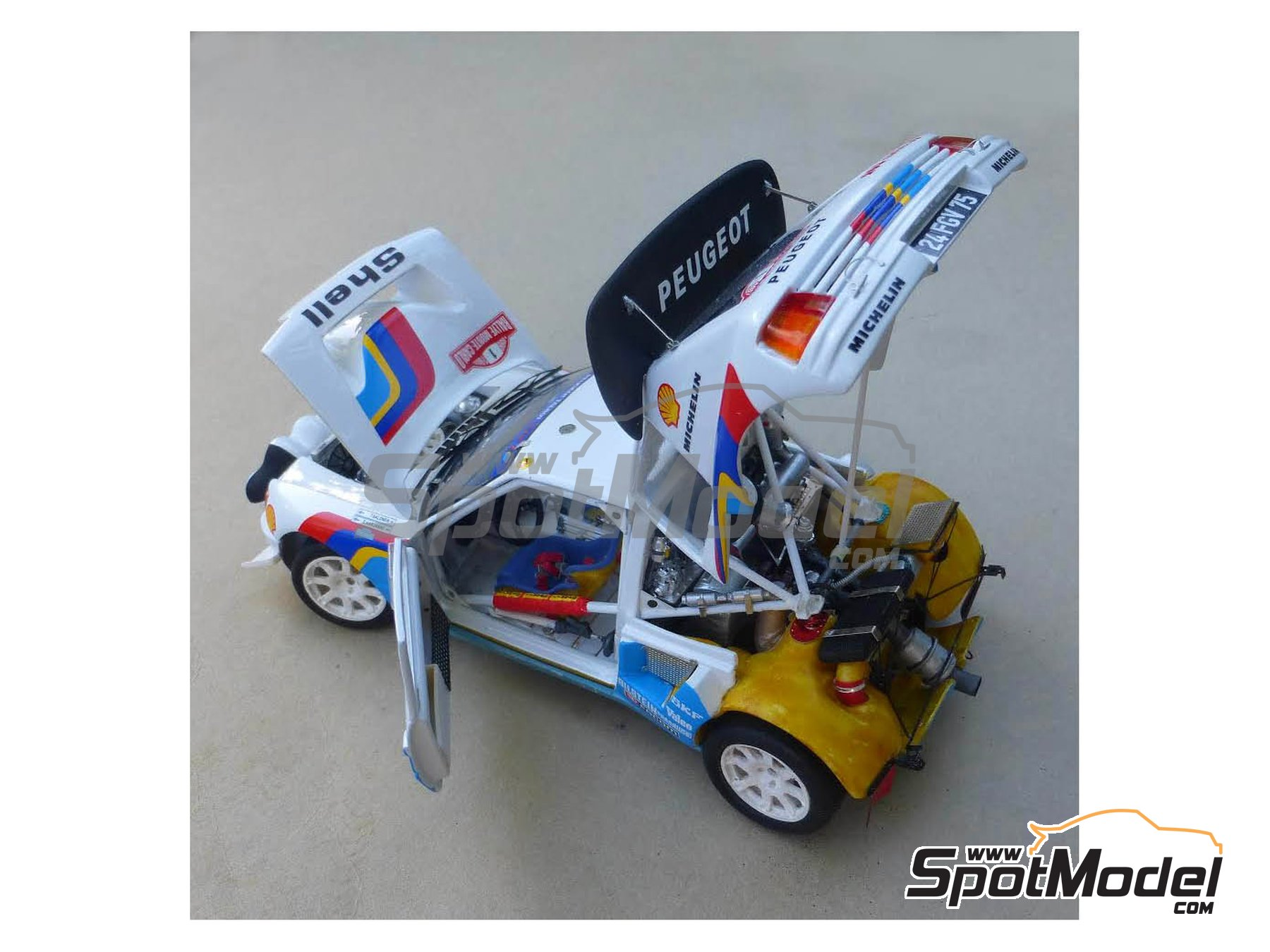 Image 8: Peugeot 205 Turbo 16 Evo 2 - Montecarlo Rally 1986 | Model car kit in 1/24 scale manufactured by Profil24 (ref. P24101)