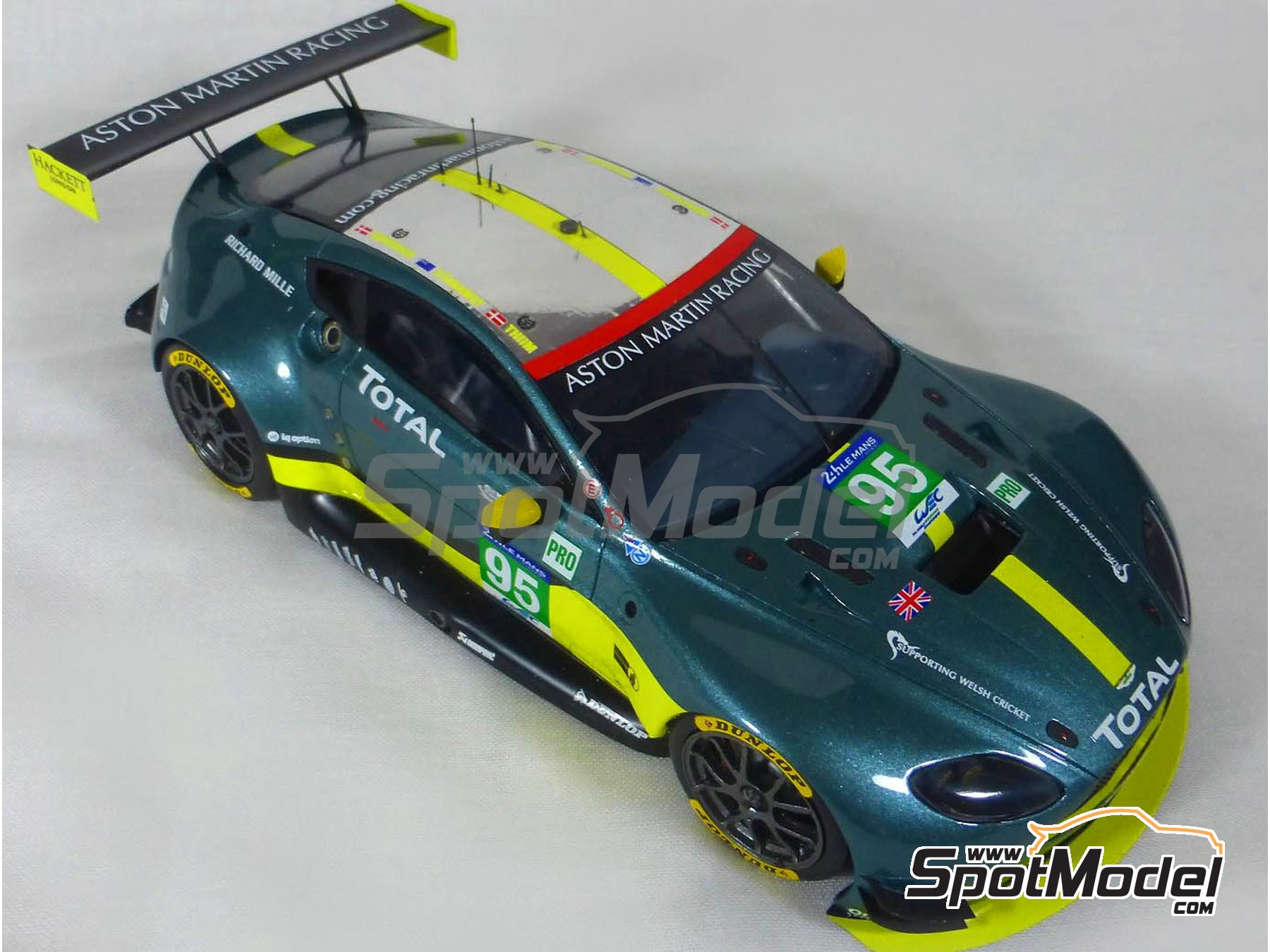 Image 13: Aston Martin V8 Vantage GTE Aston Martin Racing - 24 Hours Le Mans 2017 | Model car kit in 1/24 scale manufactured by Profil24 (ref.P24107)
