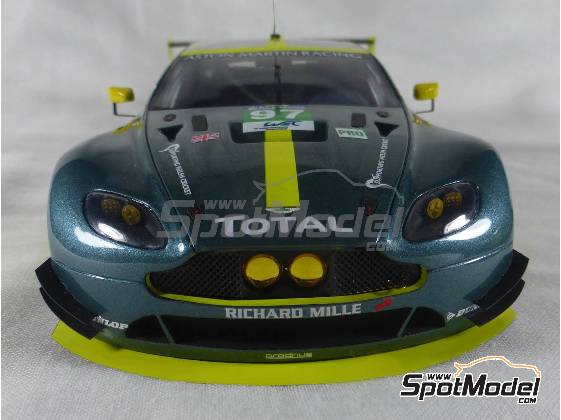 Image 15: Aston Martin V8 Vantage GTE Aston Martin Racing - 24 Hours Le Mans 2017 | Model car kit in 1/24 scale manufactured by Profil24 (ref.P24107)