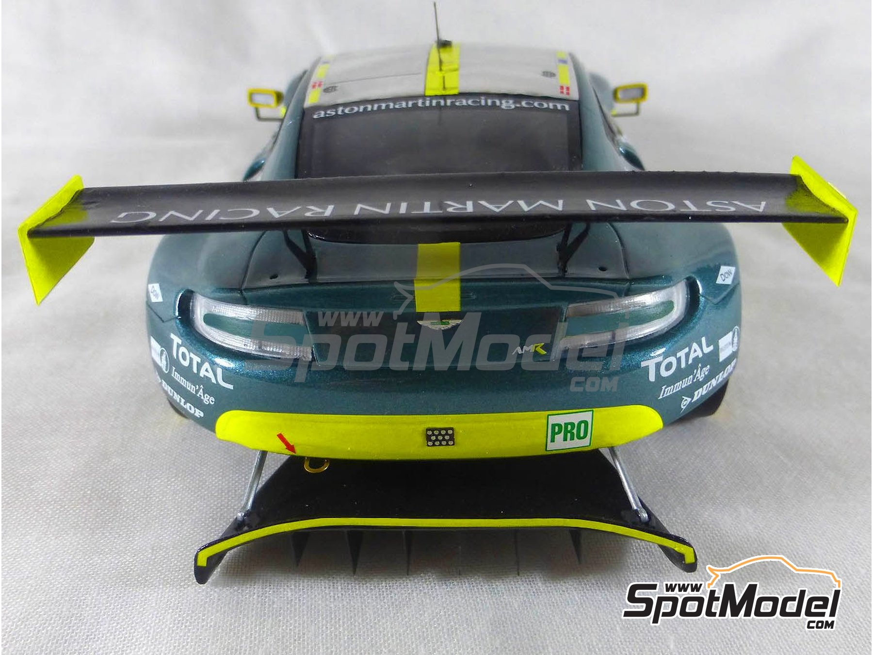 Image 16: Aston Martin V8 Vantage GTE Aston Martin Racing - 24 Hours Le Mans 2017 | Model car kit in 1/24 scale manufactured by Profil24 (ref. P24107)