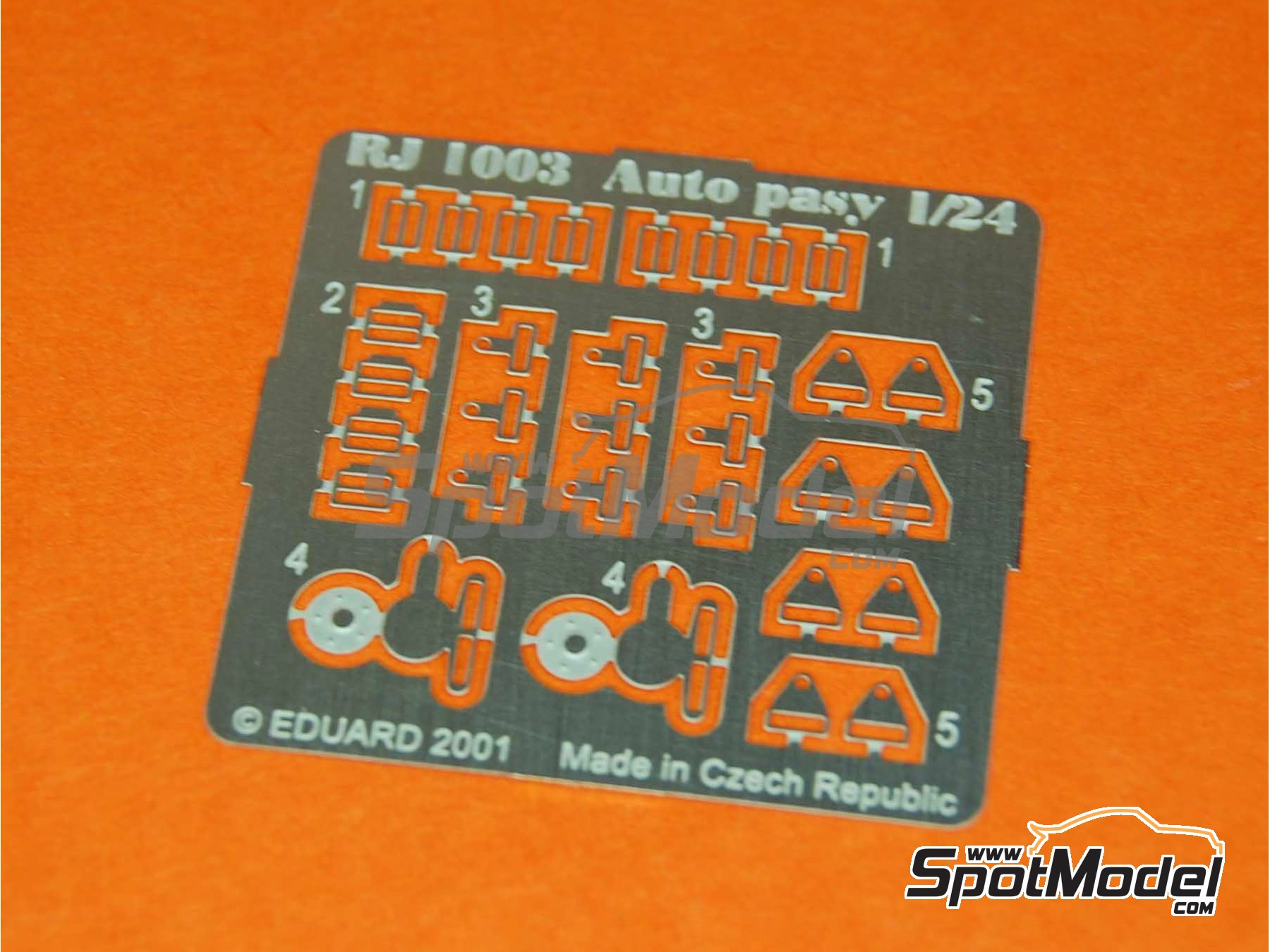Image 4: Sport seat with buckles | Seat in 1/24 scale manufactured by Reji Model (ref. REJI-058)