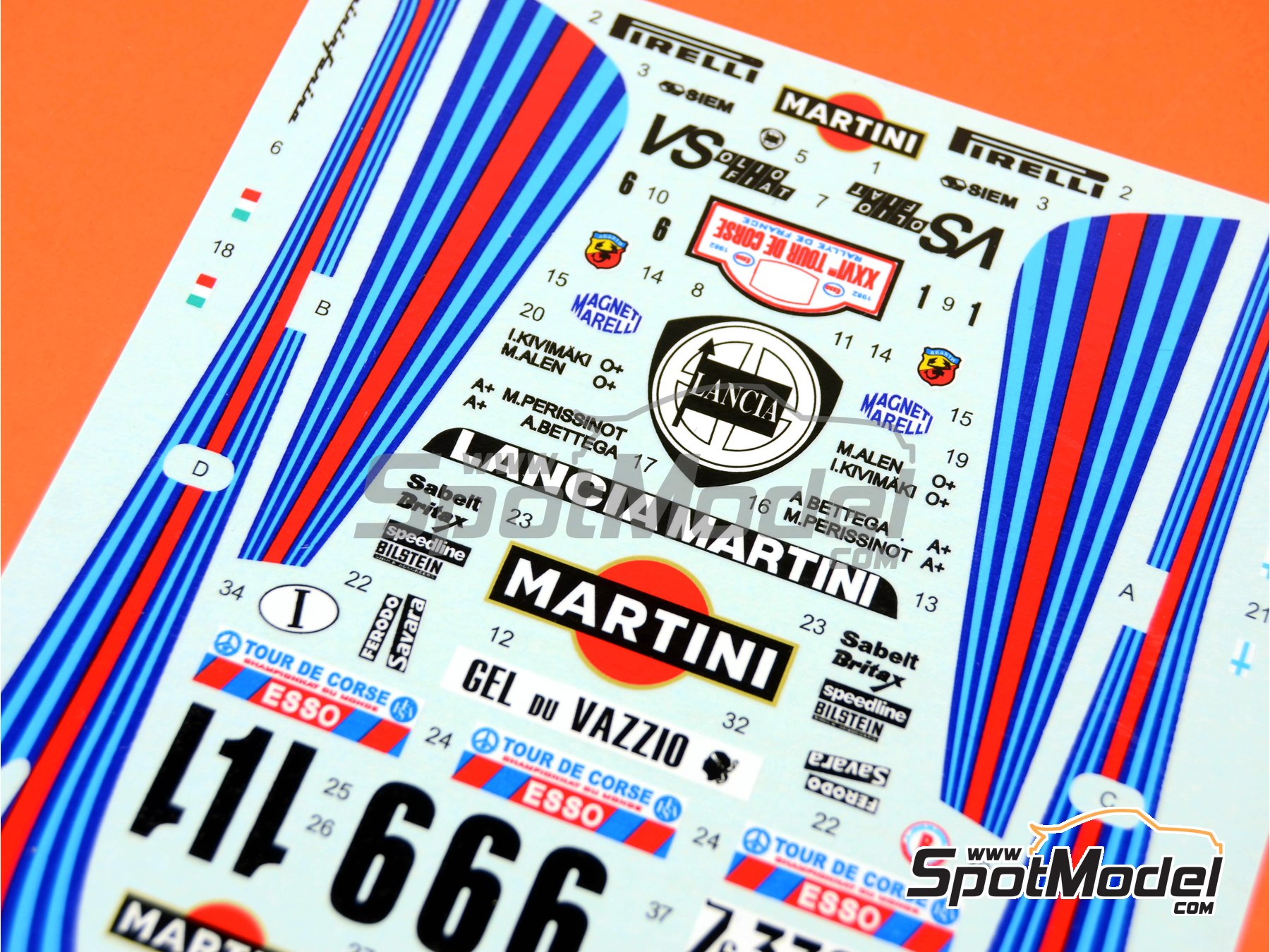 Image 6: Lancia 037 Rally Martini - Rally Tour de Corse 1982 | Transkit en escala1/24 fabricado por Reji Model (ref.REJI-098)