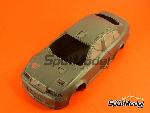 Image 2: Skoda Octavia WRC Castrol - Great Britain RAC Rally 1999 | Model car kit in 1/24 scale manufactured by Reji Model (ref.REJI-2408B, also 2408B)