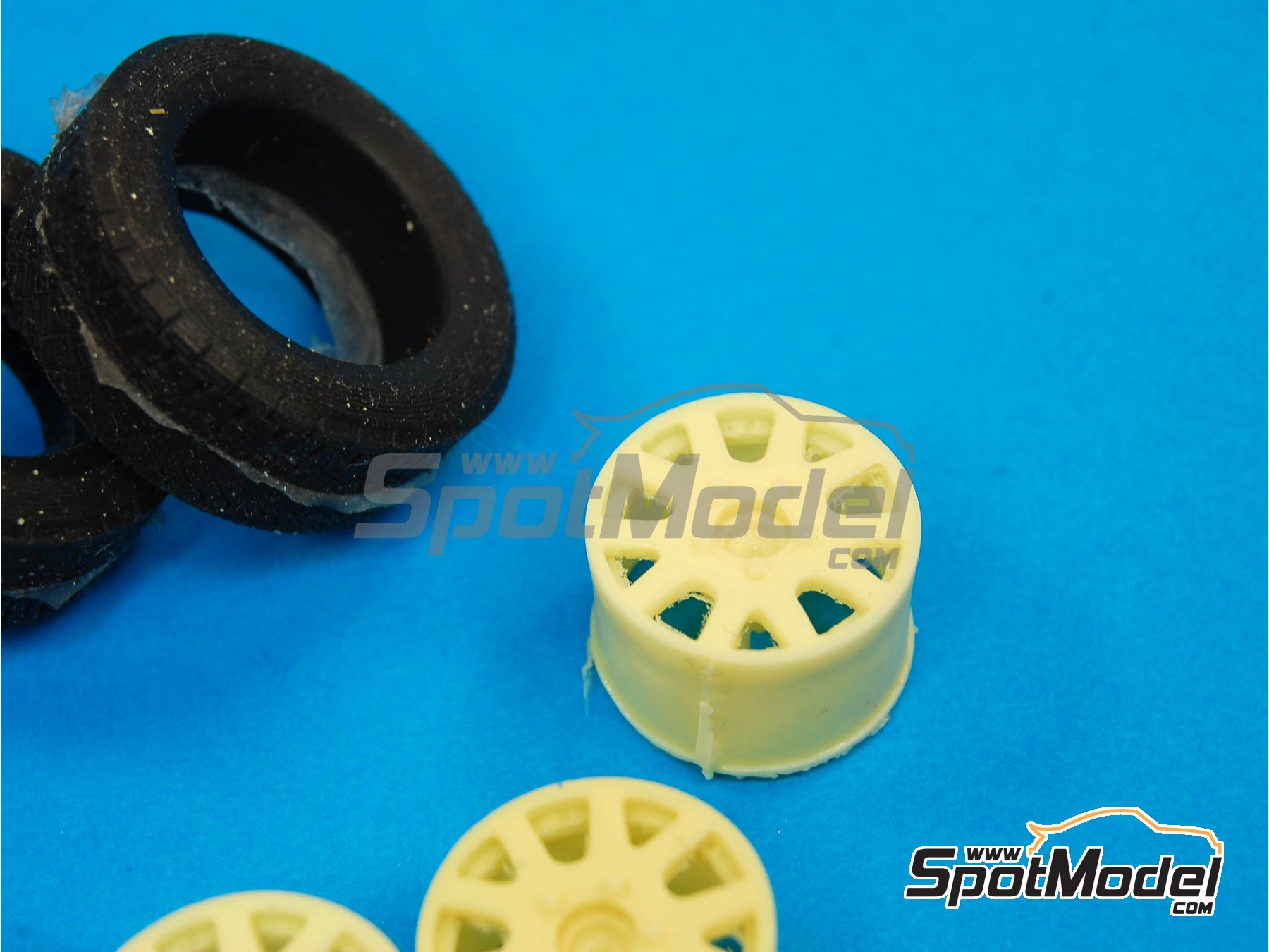 Image 4: OZ Racing | Set de llantas y neumáticos en escala1/24 fabricado por Reji Model (ref.REJI-SP973)