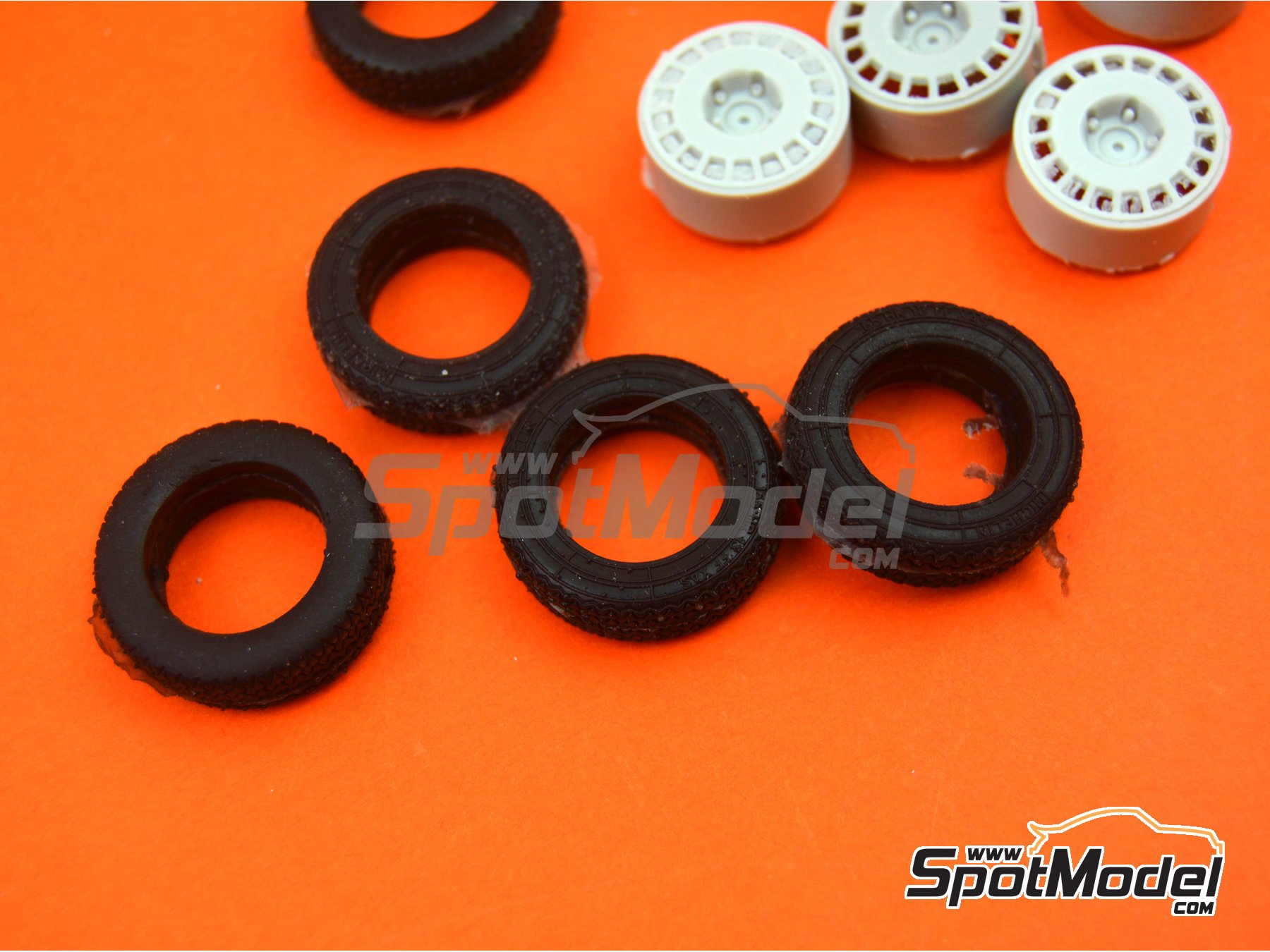 Image 4: OZ Racing 5 screws with snow tyres | Rims and tyres set in 1/24 scale manufactured by Reji Model (ref. REJI-SP980)