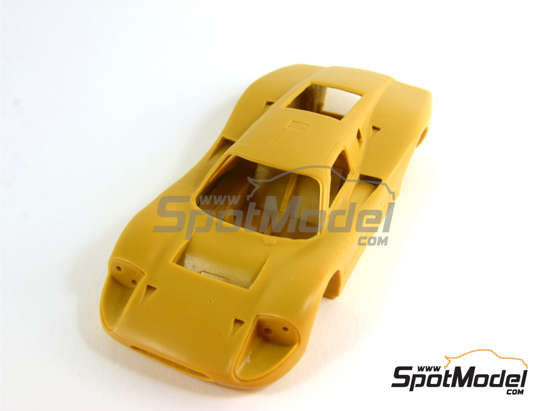 Image 2: Ford GT40 Mk IV - 24 Hours Le Mans 1967   Model car kit in 1/24 scale manufactured by Renaissance Models (ref.24-16, also 24/16)