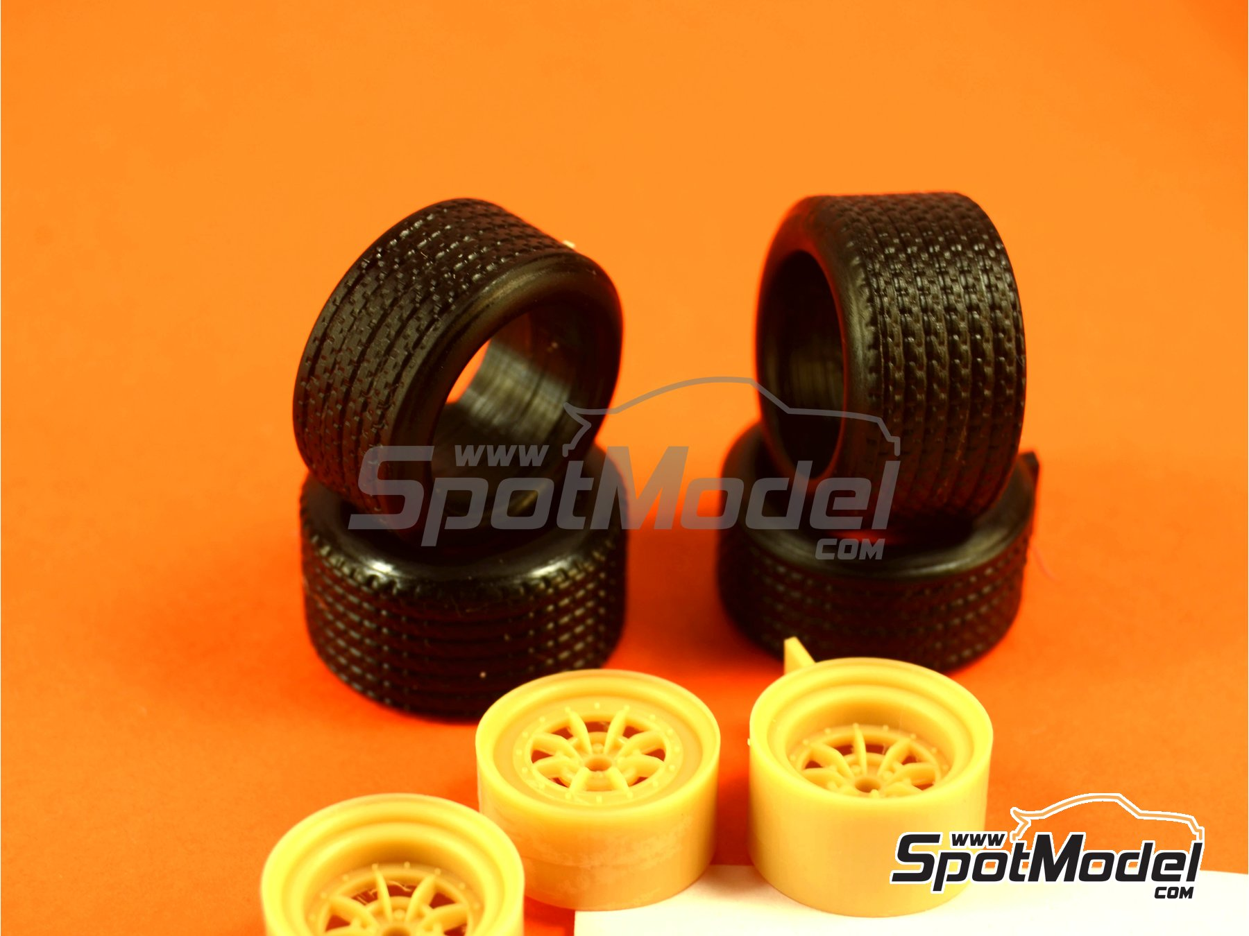 Image 2: Braid 15 inches | Rims and tyres set in 1/24 scale manufactured by Renaissance Models (ref.24BRAIDR5T)