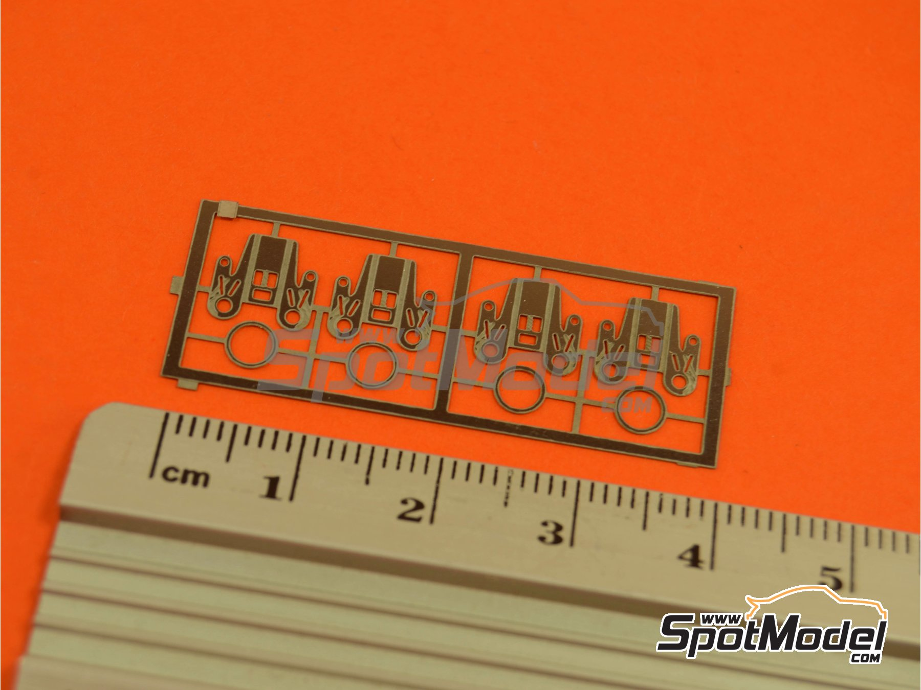 Image 4: Belt locking for spare wheel   Detail in 1/24 scale manufactured by Renaissance Models (ref.24CS)