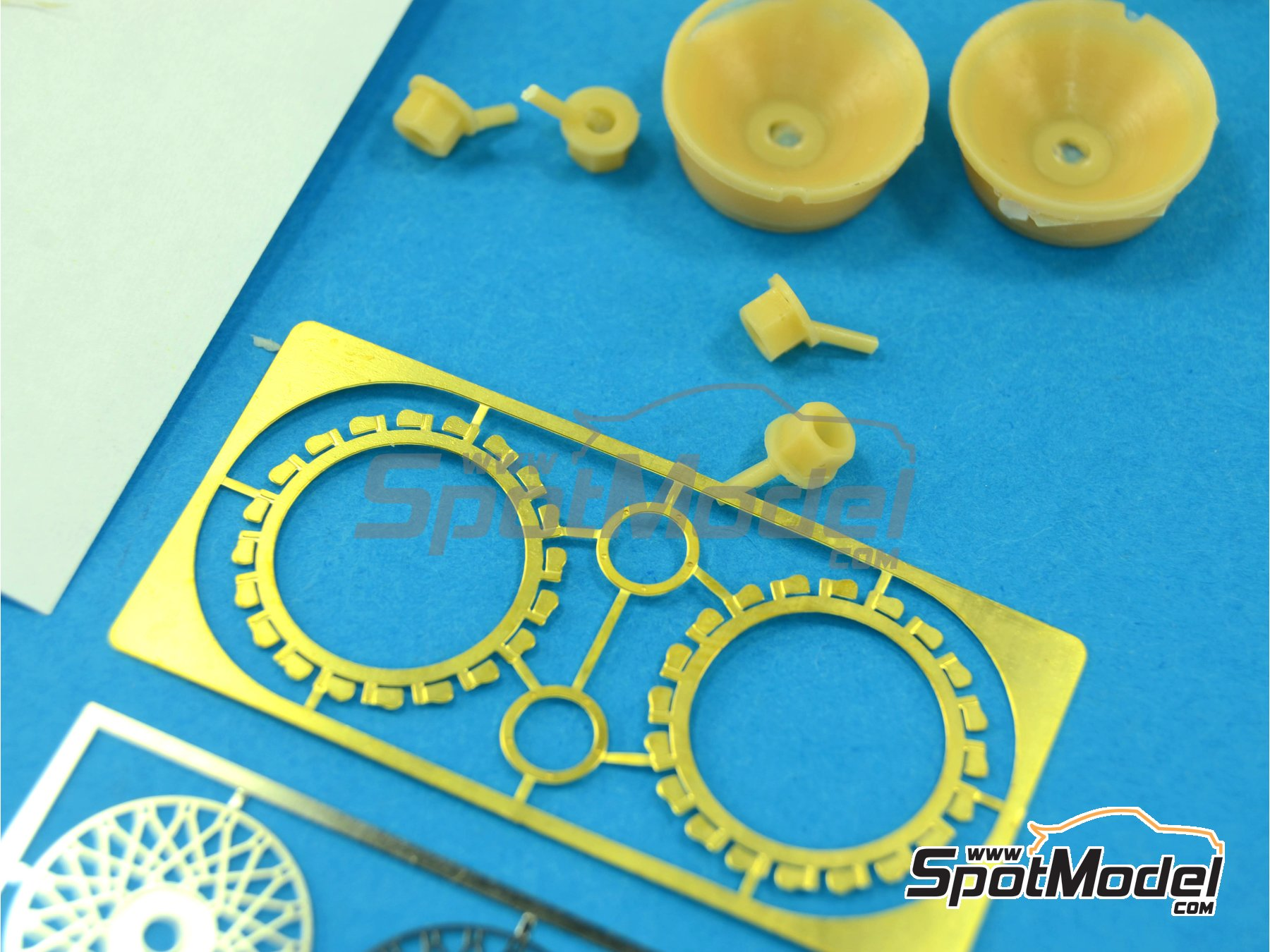 Image 6: BBS rims - Nida and venturis | Rims and tyres set in 1/24 scale manufactured by Renaissance Models (ref. 24NIDAV)