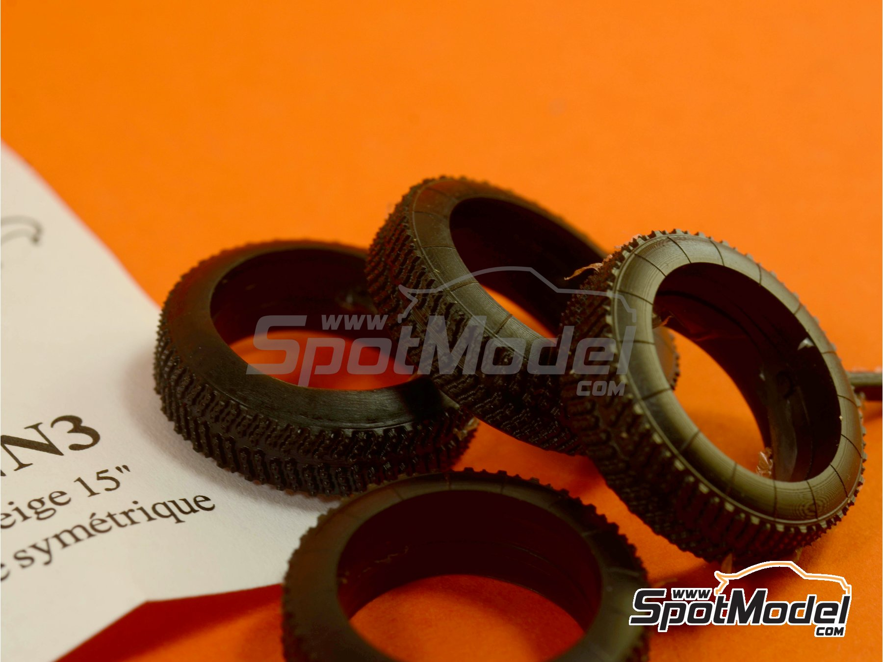 Image 3: 15 inches snow symmetric tyres | Tyre set in 1/24 scale manufactured by Renaissance Models (ref.24PNN3)