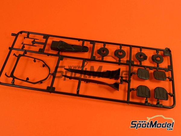Image 9: BMW i8 | Maqueta de coche en escala1/24 fabricado por Revell (ref.REV07008, tambien 07008 y 80-7008)