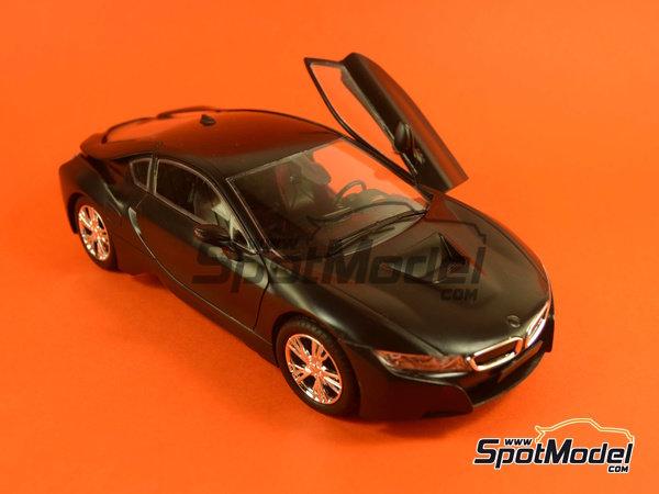 Image 21: BMW i8 | Maqueta de coche en escala1/24 fabricado por Revell (ref.REV07008, tambien 07008 y 80-7008)