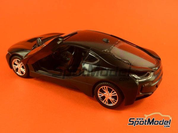 Image 23: BMW i8 | Maqueta de coche en escala1/24 fabricado por Revell (ref.REV07008, tambien 07008 y 80-7008)