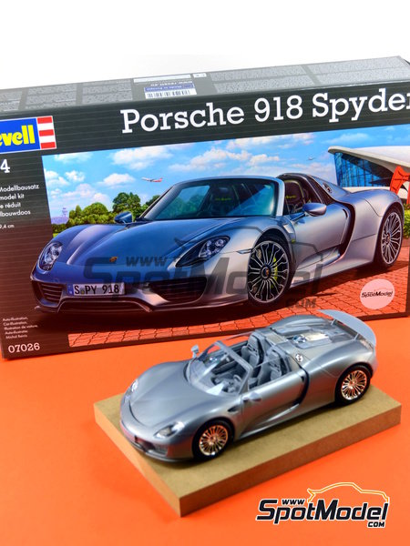 revell model car kit 1 24 scale porsche 918 spyder plastic model kit re. Black Bedroom Furniture Sets. Home Design Ideas