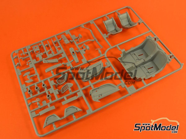 Image 7: Porsche 918 Spyder | Maqueta de coche en escala1/24 fabricado por Revell (ref.REV07026, tambien 07026 y 80-7026)