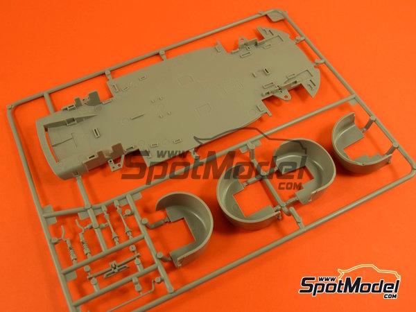 Image 10: Porsche 918 Spyder | Maqueta de coche en escala1/24 fabricado por Revell (ref.REV07026, tambien 07026 y 80-7026)