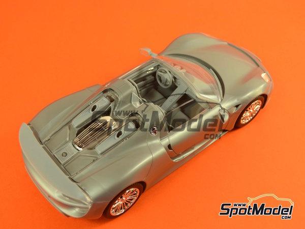 Image 17: Porsche 918 Spyder | Maqueta de coche en escala1/24 fabricado por Revell (ref.REV07026, tambien 07026 y 80-7026)