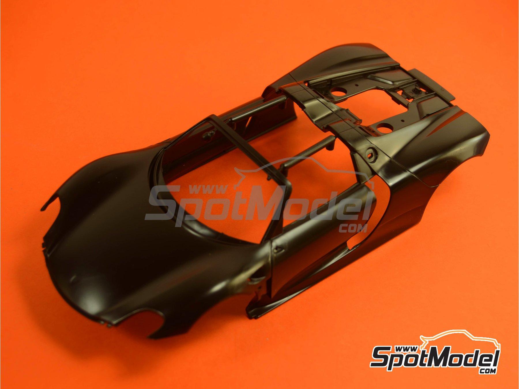 Image 2: Porsche 918 Spyder Martini Racing Design - Weissach sport version | Maqueta de coche en escala1/24 fabricado por Revell (ref.REV07027, tambien 07027 y 80-7027)