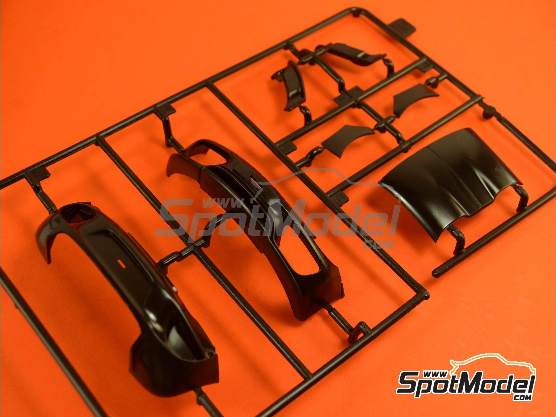 Image 4: Porsche 918 Spyder Martini Racing Design - Weissach sport version | Maqueta de coche en escala1/24 fabricado por Revell (ref.REV07027, tambien 07027 y 80-7027)