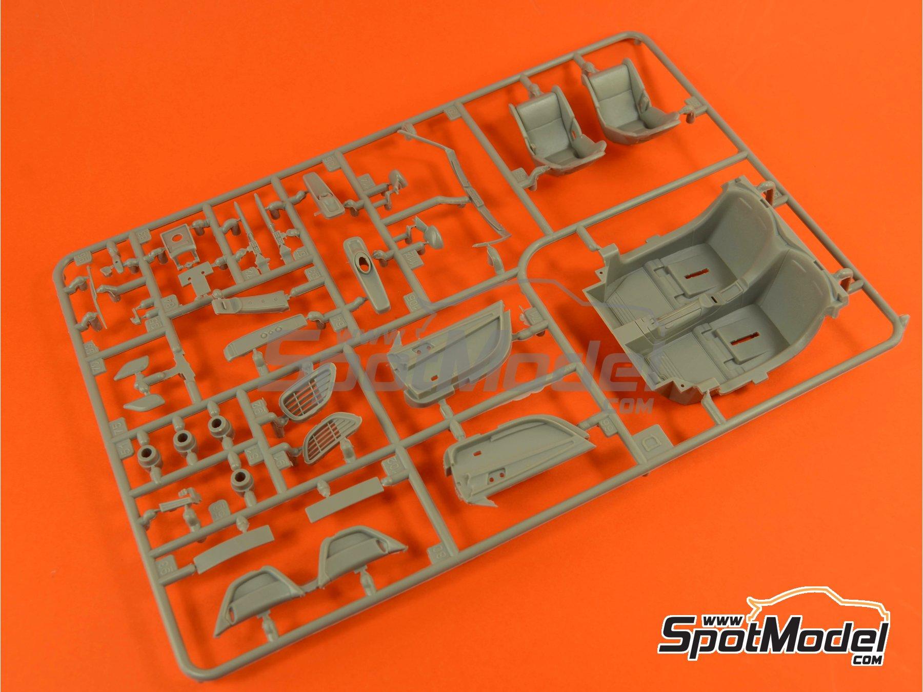Image 6: Porsche 918 Spyder Martini Racing Design - Weissach sport version | Maqueta de coche en escala1/24 fabricado por Revell (ref.REV07027, tambien 07027 y 80-7027)