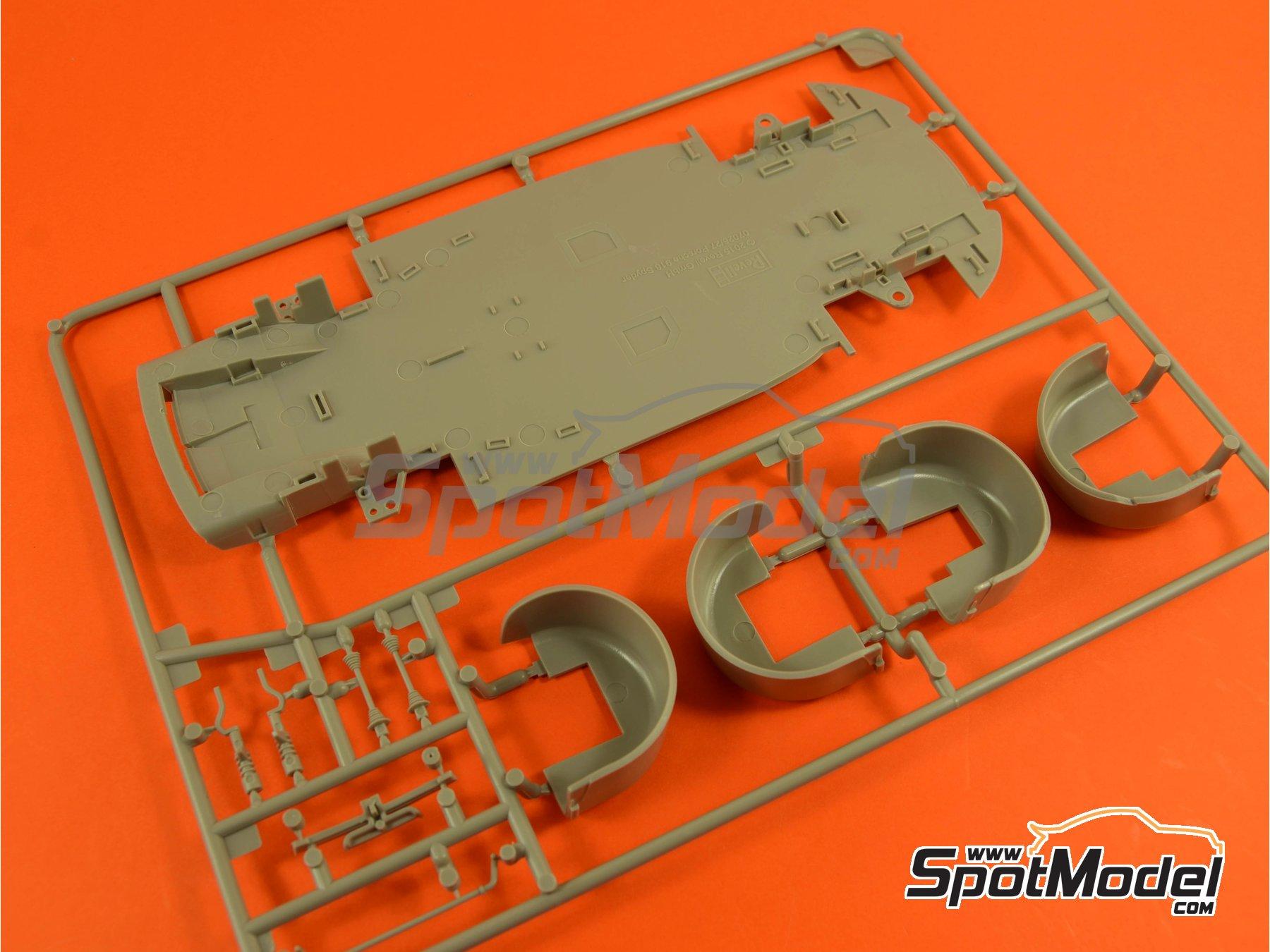 Image 9: Porsche 918 Spyder Martini Racing Design - Weissach sport version | Maqueta de coche en escala1/24 fabricado por Revell (ref.REV07027, tambien 07027 y 80-7027)