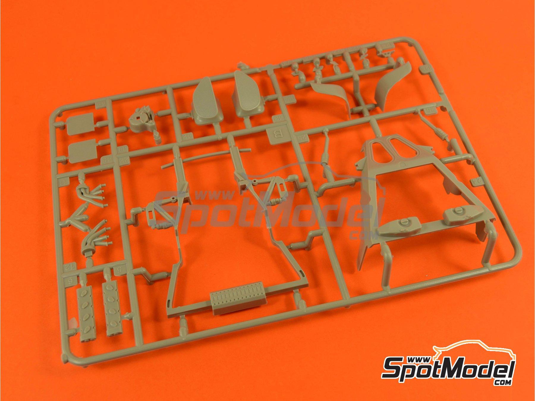 Image 12: Porsche 918 Spyder Martini Racing Design - Weissach sport version | Maqueta de coche en escala1/24 fabricado por Revell (ref.REV07027, tambien 07027 y 80-7027)