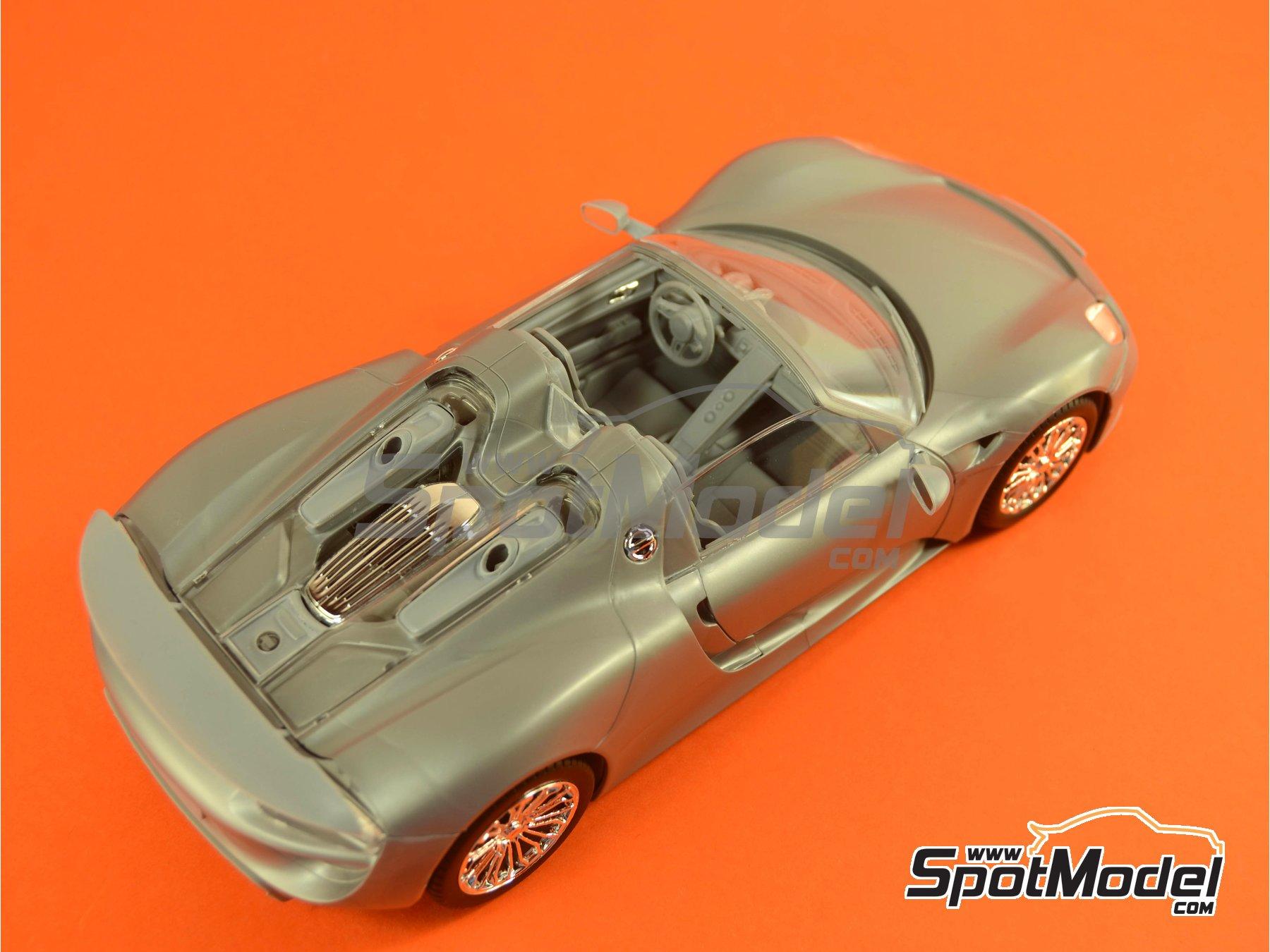 Image 15: Porsche 918 Spyder Martini Racing Design - Weissach sport version | Maqueta de coche en escala1/24 fabricado por Revell (ref.REV07027, tambien 07027 y 80-7027)