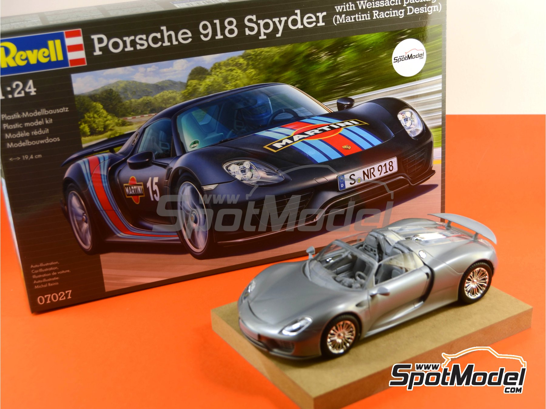 revell model car kit 1 24 scale porsche 918 spyder martini racing design. Black Bedroom Furniture Sets. Home Design Ideas
