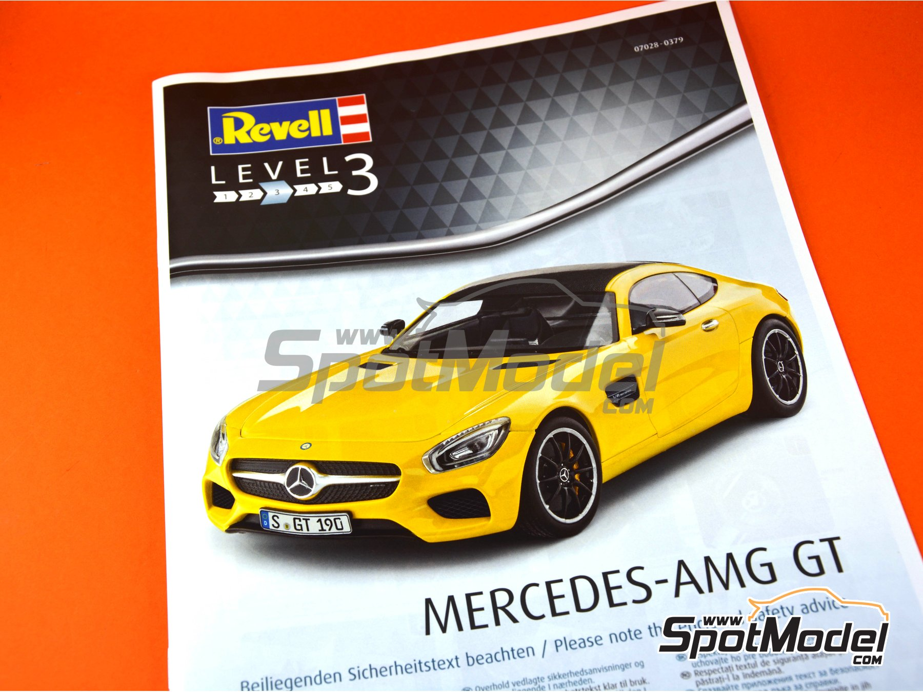 Image 10: Mercedes Benz AMG GT | Model car kit in 1/24 scale manufactured by Revell (ref. REV07028)