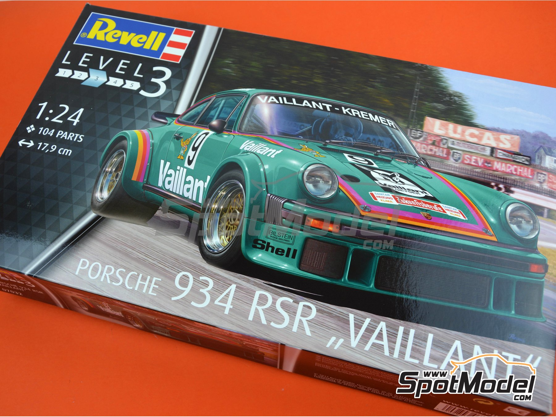 Image 10: Porsche 934 Turbo RSR Group 4 Vaillant Kremer - European GT Championship | Model car kit in 1/24 scale manufactured by Revell (ref. REV07032, also 07032)