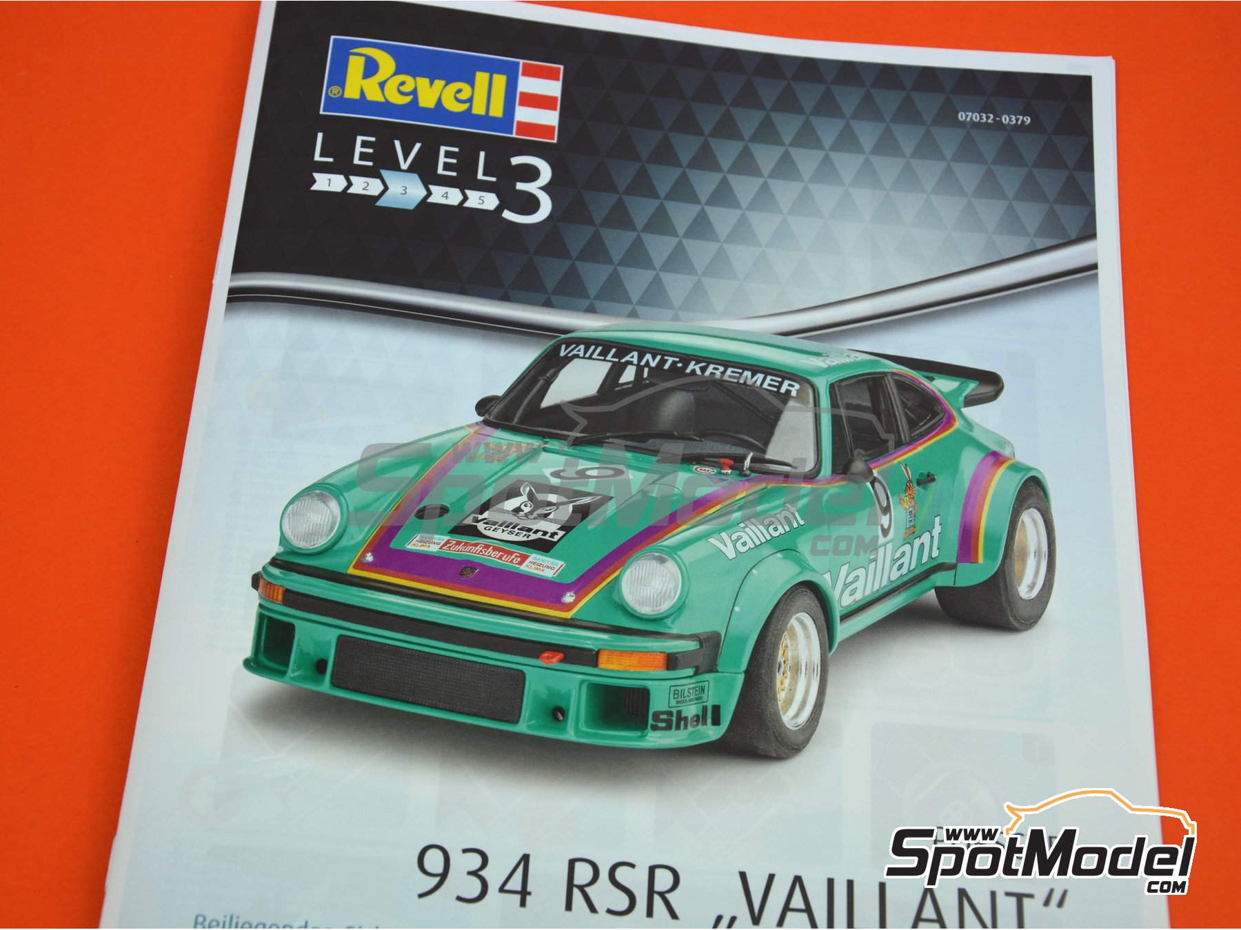 Image 11: Porsche 934 Turbo RSR Group 4 Vaillant Kremer - European GT Championship | Model car kit in 1/24 scale manufactured by Revell (ref. REV07032, also 07032)
