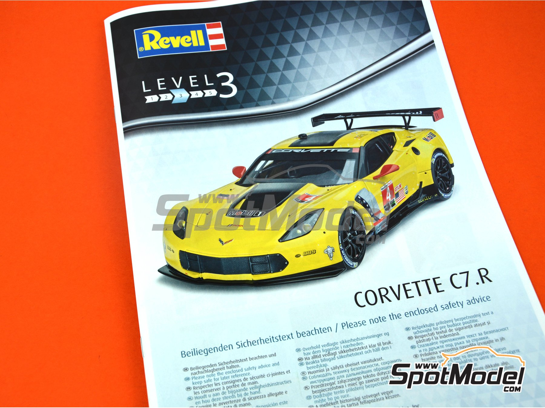 Image 5: Chevrolet Corvette C7.R Movil1 - Weather Tech Sports Car Championship 2016 | Model car kit in 1/25 scale manufactured by Revell (ref. REV07036, also 07036 and 80-7036)